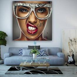 Картина на холсте Девушка в очках